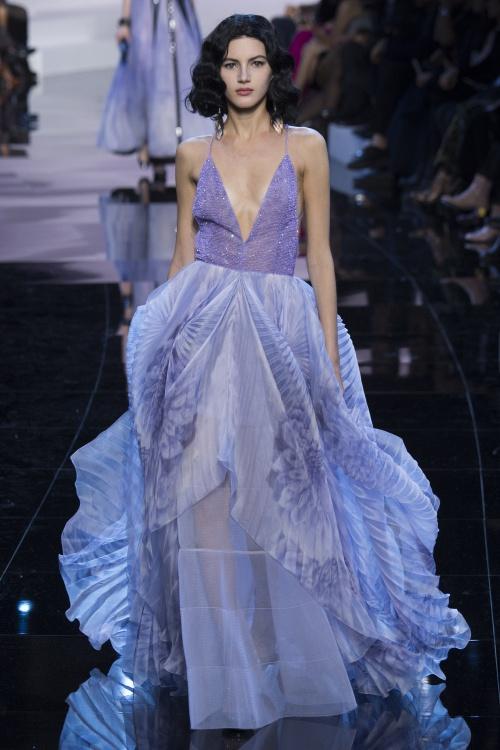 Armani biến váy ngủ thành thời trang cao cấp - hình ảnh 3