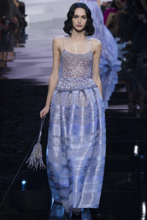 Armani biến váy ngủ thành thời trang cao cấp - hình ảnh 4