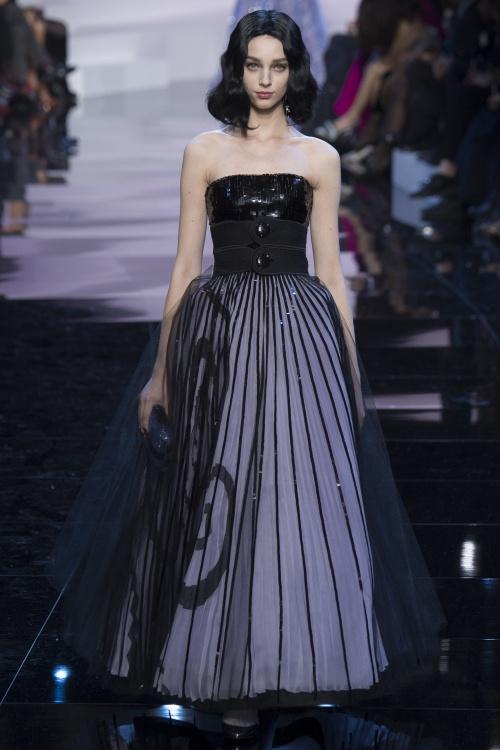 Armani biến váy ngủ thành thời trang cao cấp - hình ảnh 9