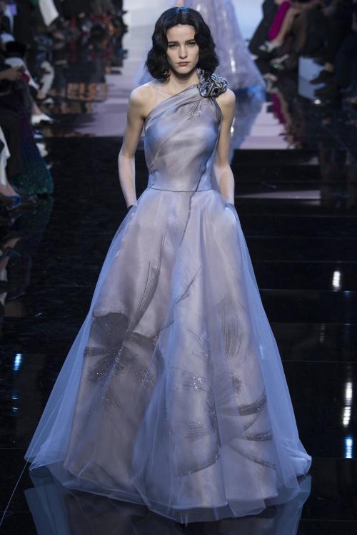 Armani biến váy ngủ thành thời trang cao cấp - hình ảnh 8