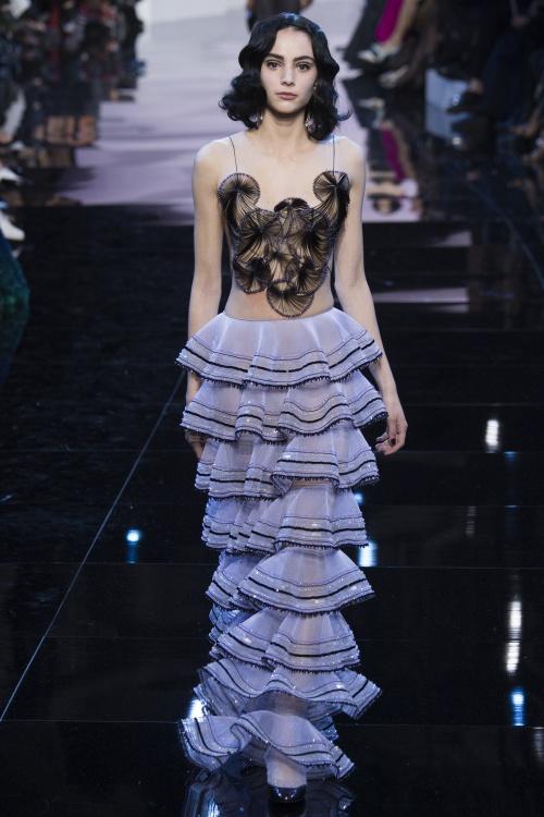 Armani biến váy ngủ thành thời trang cao cấp - hình ảnh 5