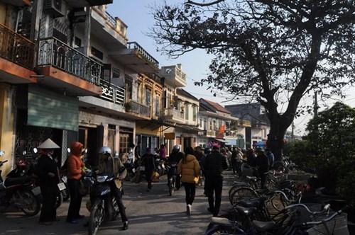 Đi chợ phiên Đông Biên lớn nhất cuối cùng trong năm - hình ảnh 1