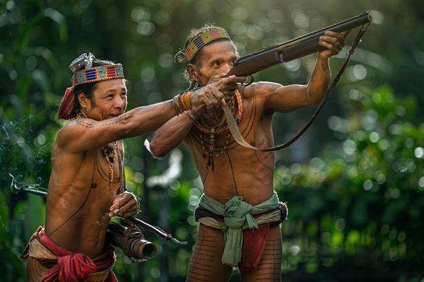 Khám phá bộ lạc sống biệt lập hoàn toàn với cuộc sống hiện đại - hình ảnh 1