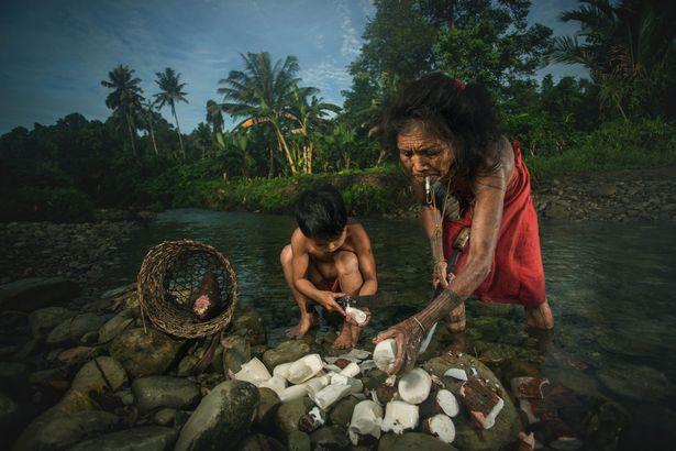 Khám phá bộ lạc sống biệt lập hoàn toàn với cuộc sống hiện đại - hình ảnh 4