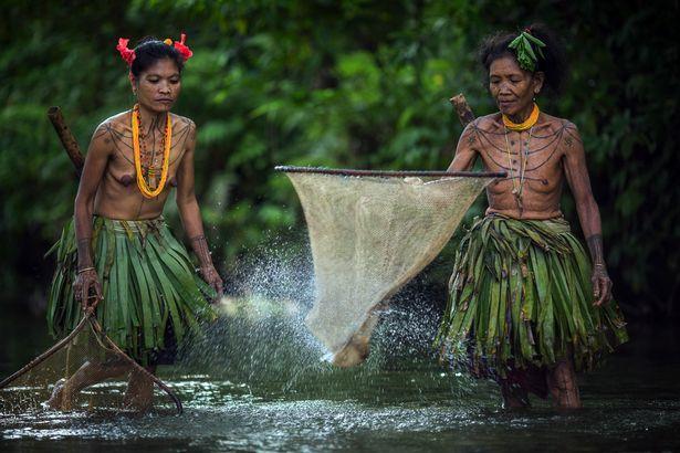 Khám phá bộ lạc sống biệt lập hoàn toàn với cuộc sống hiện đại - hình ảnh 9