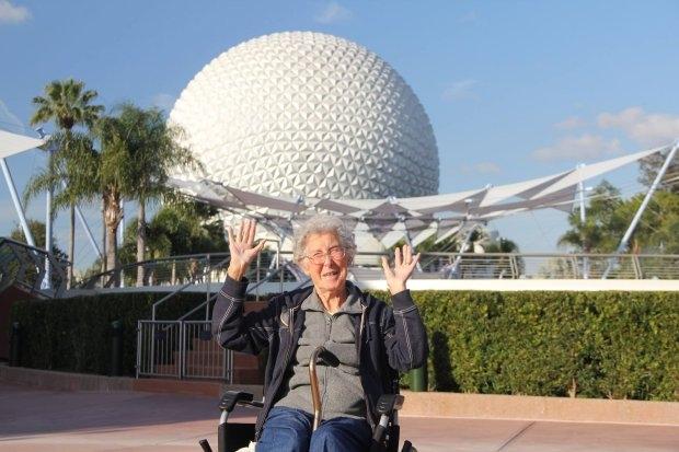 Cụ bà 90 tuổi du lịch vòng quanh TG thay vì điều trị ung thư - hình ảnh 1