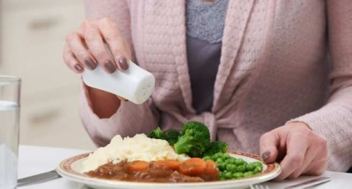 Nguy hiểm khôn lường từ việc ăn quá nhiều muối - hình ảnh 1