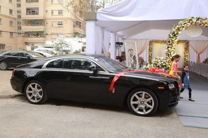Choáng với dàn siêu xe trong đám cưới Hoa hậu Thu Ngân - hình ảnh 2
