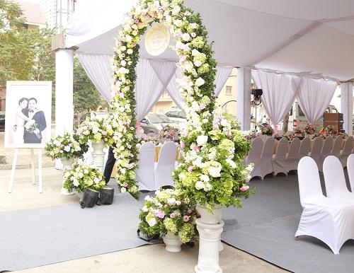 Choáng với dàn siêu xe trong đám cưới Hoa hậu Thu Ngân - hình ảnh 8