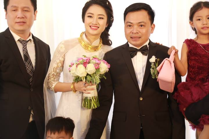 """HH Thu Ngân đeo vàng """"trĩu cổ"""" trong đám cưới với đại gia - hình ảnh 1"""
