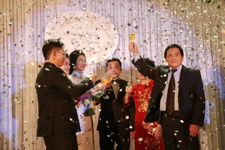 """HH Thu Ngân đeo vàng """"trĩu cổ"""" trong đám cưới với đại gia - hình ảnh 6"""