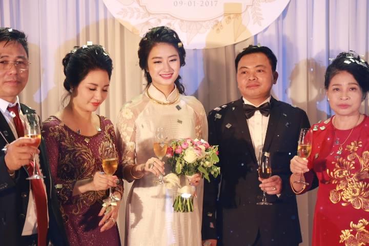"""HH Thu Ngân đeo vàng """"trĩu cổ"""" trong đám cưới với đại gia - hình ảnh 8"""