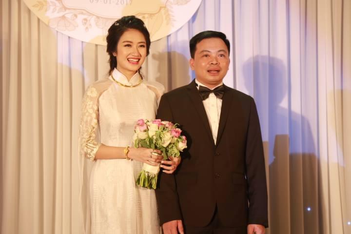 """HH Thu Ngân đeo vàng """"trĩu cổ"""" trong đám cưới với đại gia - hình ảnh 9"""