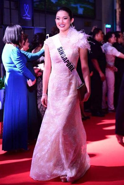 Suýt vấp té, Lệ Hằng ứng biến xuất sắc tại Hoa hậu hoàn vũ - hình ảnh 6