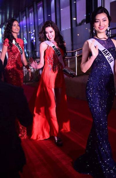 Suýt vấp té, Lệ Hằng ứng biến xuất sắc tại Hoa hậu hoàn vũ - hình ảnh 7