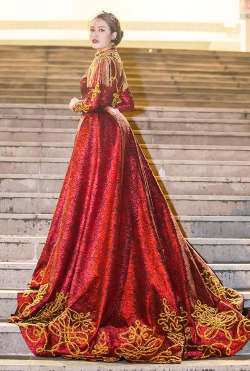 Hoàng Thùy Linh múa cột sexy trong giá rét - hình ảnh 2