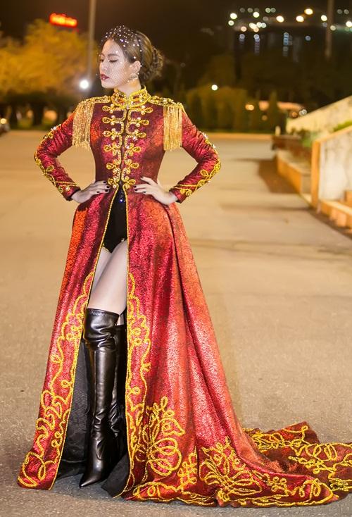 Hoàng Thùy Linh múa cột sexy trong giá rét - hình ảnh 3