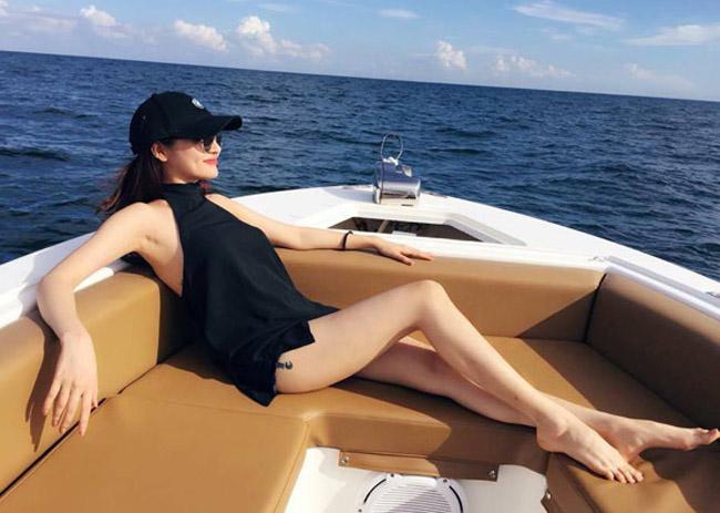 """""""Bỏng mắt"""" với ảnh bạn gái đi biển cùng Hồ Quang Hiếu - hình ảnh 12"""