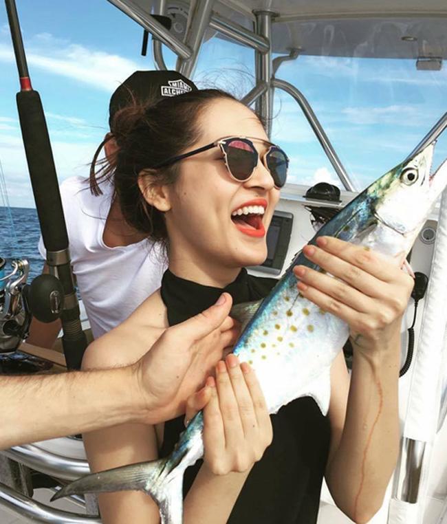 """""""Bỏng mắt"""" với ảnh bạn gái đi biển cùng Hồ Quang Hiếu - hình ảnh 18"""