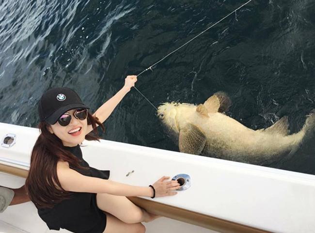 """""""Bỏng mắt"""" với ảnh bạn gái đi biển cùng Hồ Quang Hiếu - hình ảnh 17"""