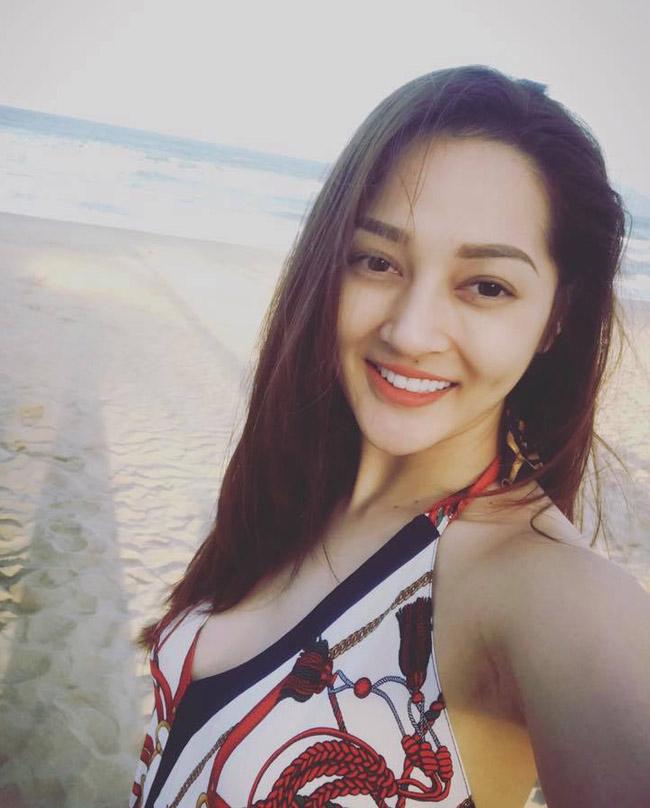 """""""Bỏng mắt"""" với ảnh bạn gái đi biển cùng Hồ Quang Hiếu - hình ảnh 20"""