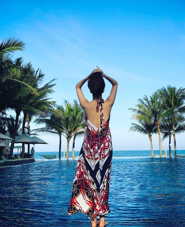 """""""Bỏng mắt"""" với ảnh bạn gái đi biển cùng Hồ Quang Hiếu - hình ảnh 23"""