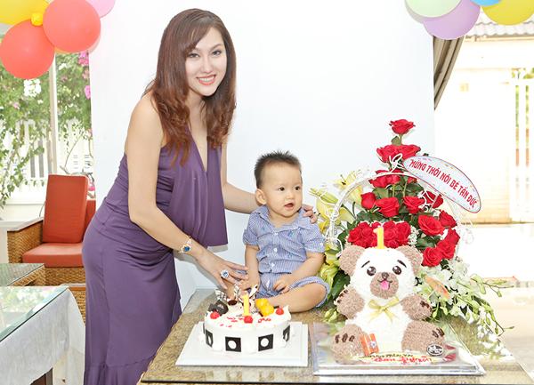 """""""Nhờ"""" ly hôn, Phi Thanh Vân sút cân, gợi cảm thế này! - hình ảnh 6"""