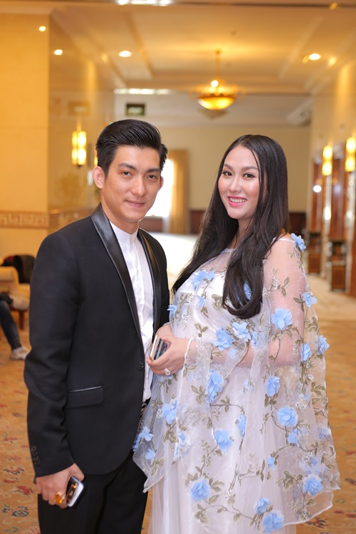 """""""Nhờ"""" ly hôn, Phi Thanh Vân sút cân, gợi cảm thế này! - hình ảnh 8"""