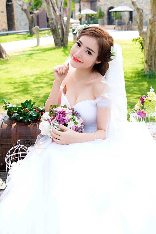 Elly Trần mặc soiree cúp ngực gợi cảm, chuẩn bị cưới chồng? - hình ảnh 3