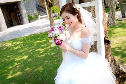 Elly Trần mặc soiree cúp ngực gợi cảm, chuẩn bị cưới chồng? - hình ảnh 4