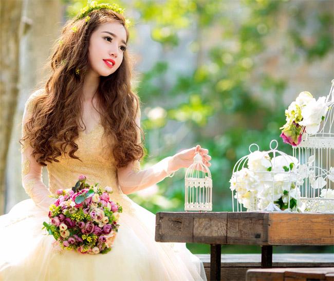 Elly Trần mặc soiree cúp ngực gợi cảm, chuẩn bị cưới chồng? - hình ảnh 6
