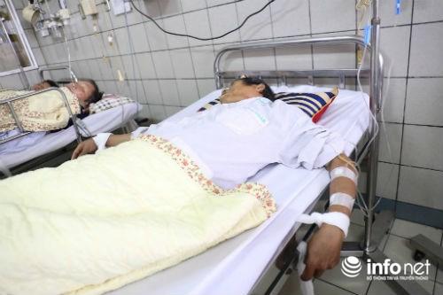 Chùm ảnh: Trói chặt bệnh nhân vào giường điều trị sảng rượu - hình ảnh 1