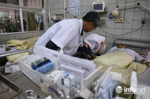 Chùm ảnh: Trói chặt bệnh nhân vào giường điều trị sảng rượu - hình ảnh 2