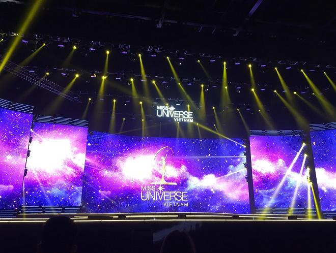 Trực tiếp Chung kết Hoa hậu Hoàn vũ Việt Nam: Sân khấu hoành tráng - hình ảnh 1