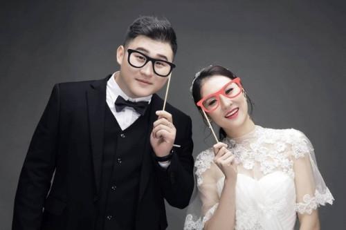 """Diễn viên hài Việt: Chẳng phải đại gia vẫn cưới được """"chân dài"""" - hình ảnh 2"""