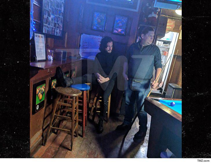 """Nam chính """"Trò chơi vương quyền"""" bị đuổi khỏi quán bar vì hành vi gây rối - hình ảnh 1"""
