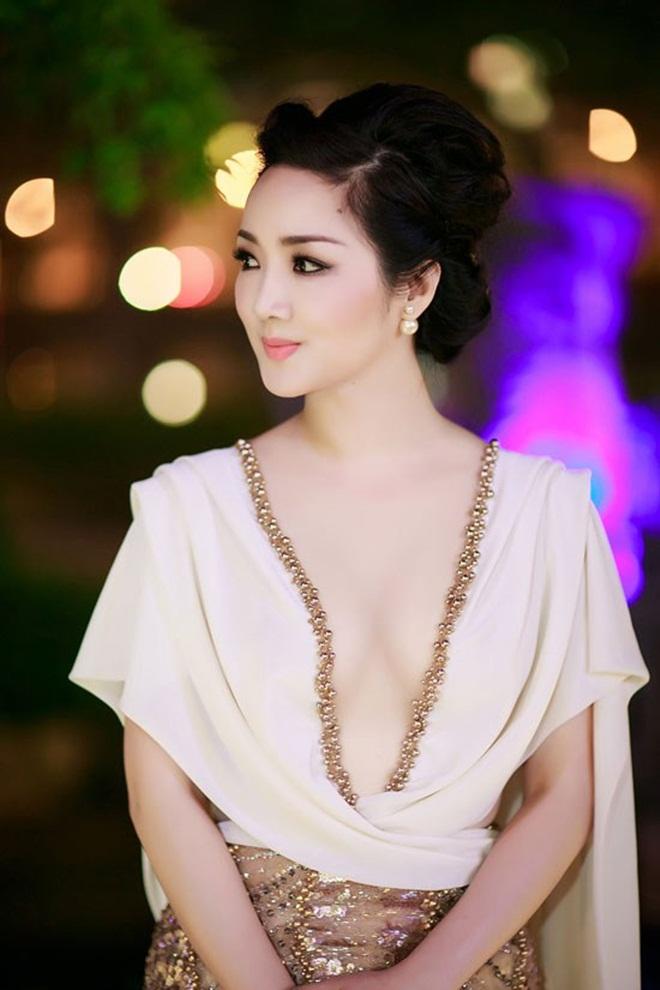 Những cảnh táo bạo của Hoa hậu Việt khiến người xem đỏ mặt - hình ảnh 1