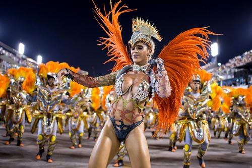 Mãn nhãn với những lễ hội chỉ mặc toàn…đồ lót - hình ảnh 2
