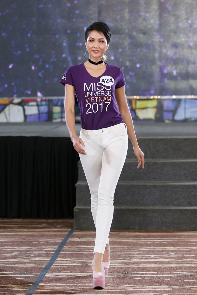 Dân mạng quốc tế khen ngợi hết lời nhan sắc Hoa hậu H'Hen Niê - hình ảnh 9