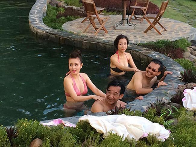 Sao Việt không ngại những cảnh khoe ngực, phản cảm trong hài Tết - hình ảnh 7