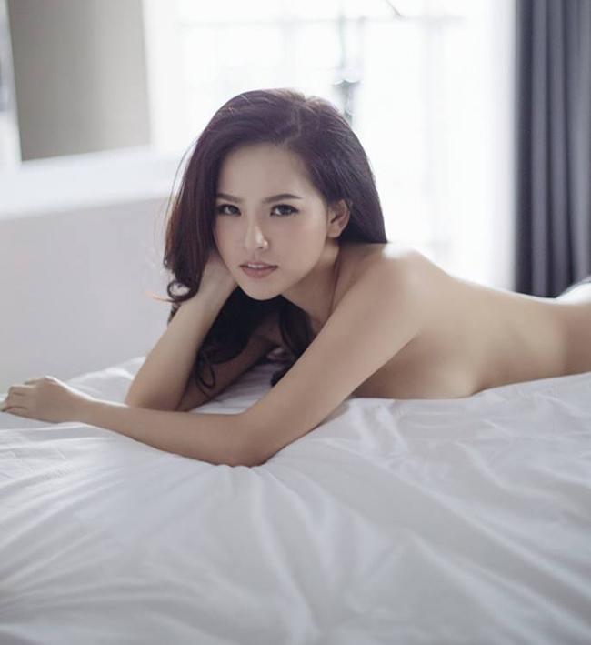 Sao Việt không ngại những cảnh khoe ngực, phản cảm trong hài Tết - hình ảnh 9