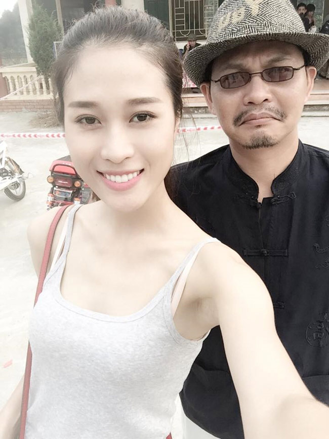 Sao Việt không ngại những cảnh khoe ngực, phản cảm trong hài Tết - hình ảnh 11