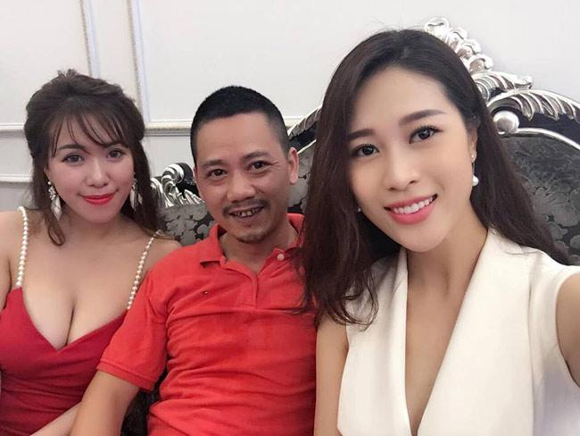 Sao Việt không ngại những cảnh khoe ngực, phản cảm trong hài Tết - hình ảnh 12