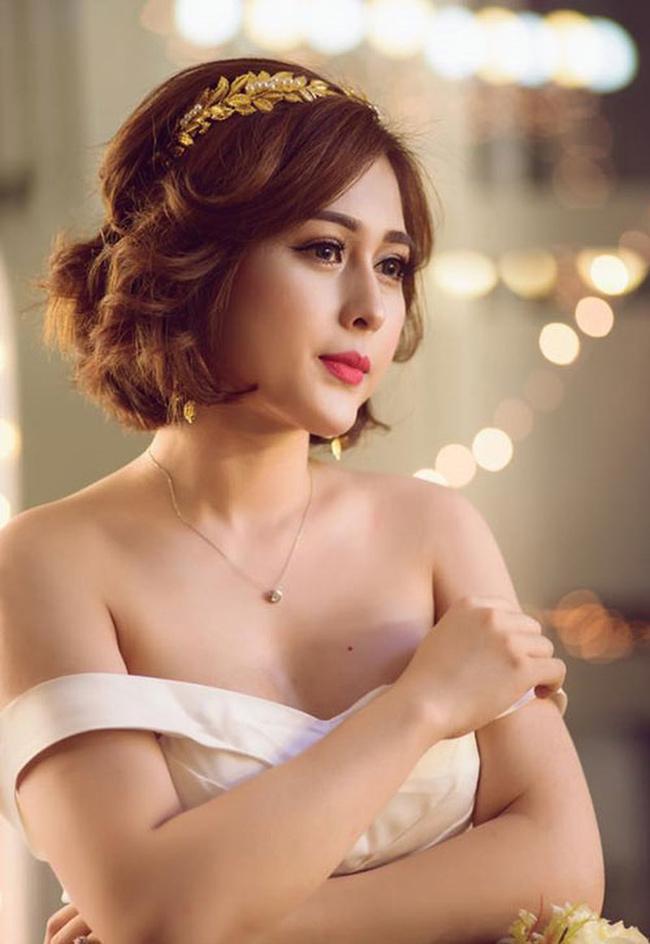 Sao Việt không ngại những cảnh khoe ngực, phản cảm trong hài Tết - hình ảnh 18