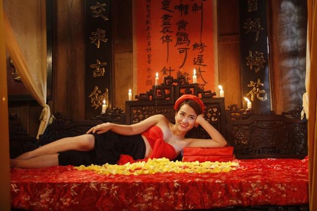Sao Việt không ngại những cảnh khoe ngực, phản cảm trong hài Tết - hình ảnh 22