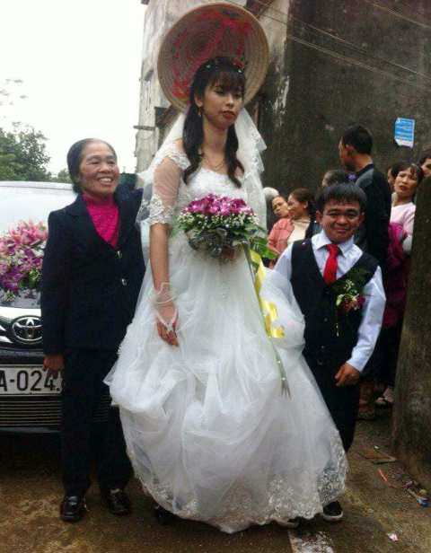 Chú rể 1m hạnh phúc bên cô dâu xinh xắn 1m6 ở Hà Nam - hình ảnh 1