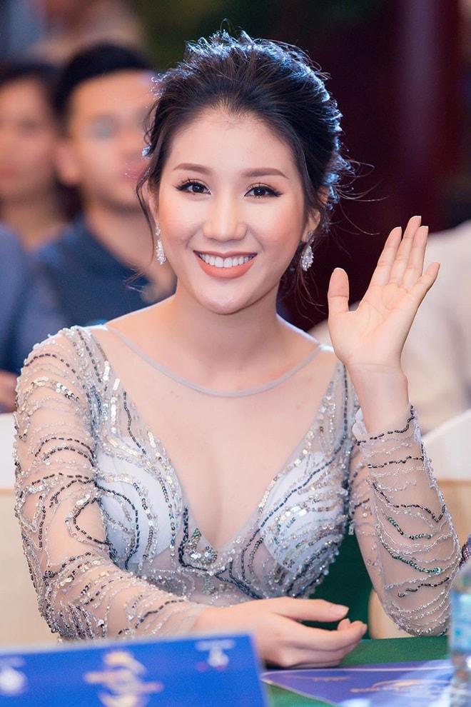 """Á hậu """"siêu vòng 3"""" Khánh Phương khoe hình thể thắt đáy lưng ong - hình ảnh 5"""