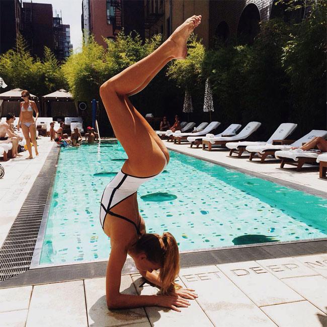 Ngỡ ngàng vì độ dẻo của mỹ nhân thích yoga khỏa thân - hình ảnh 9