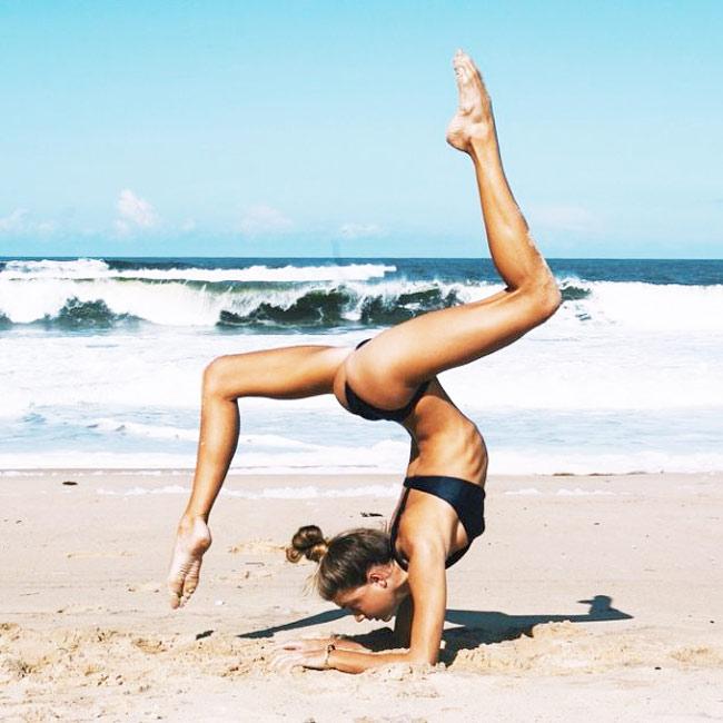 Ngỡ ngàng vì độ dẻo của mỹ nhân thích yoga khỏa thân - hình ảnh 10