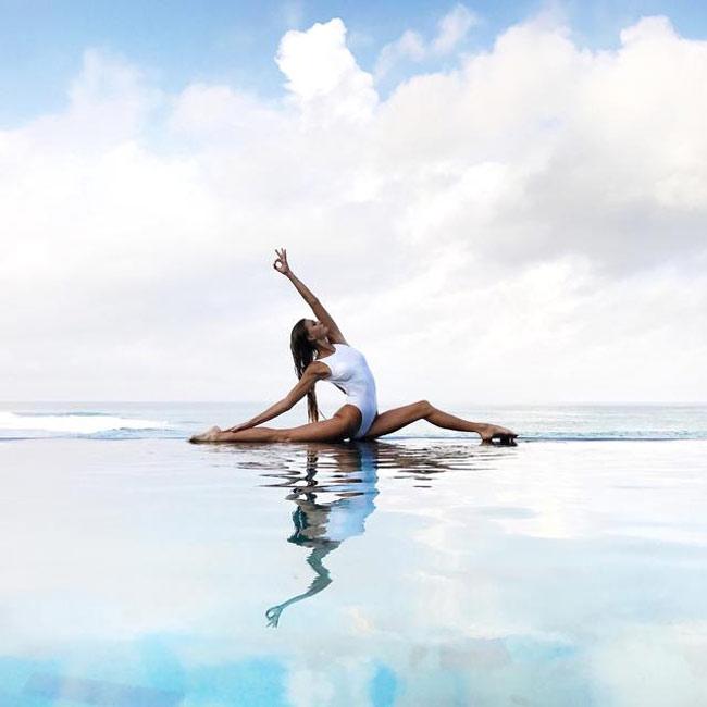 Ngỡ ngàng vì độ dẻo của mỹ nhân thích yoga khỏa thân - hình ảnh 11